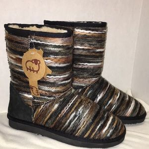 Lamo boots NWT size 8 multicolored